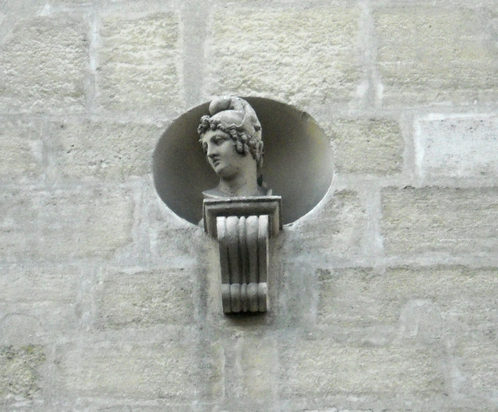bust on the side of paris building