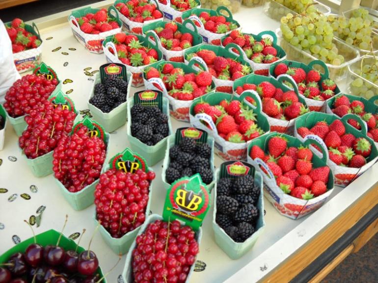 fruit baskets at market paris
