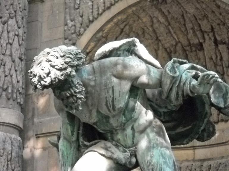 statue at fountain jardin du lux