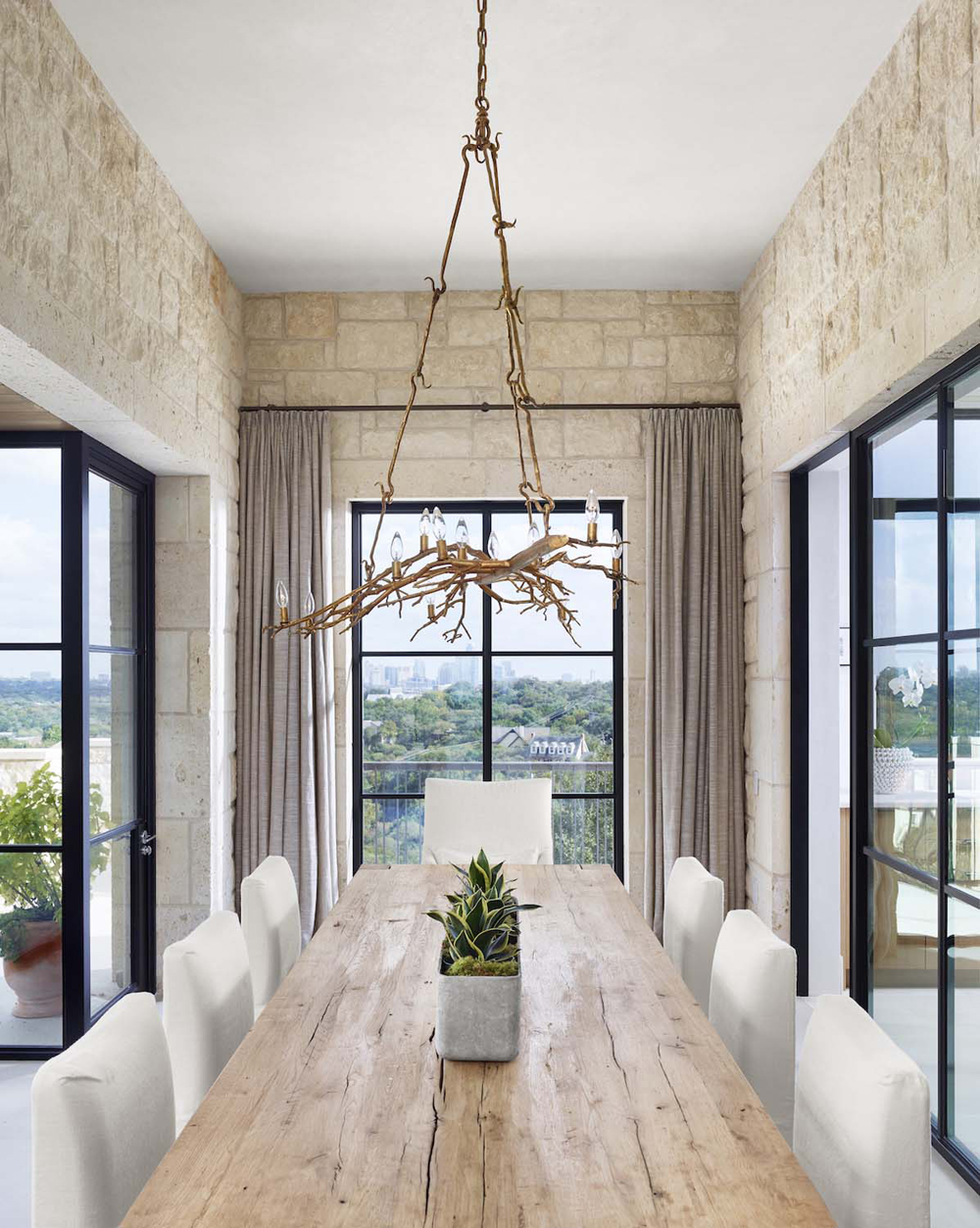 Dining room with high ceiling in a Modern Austin house.