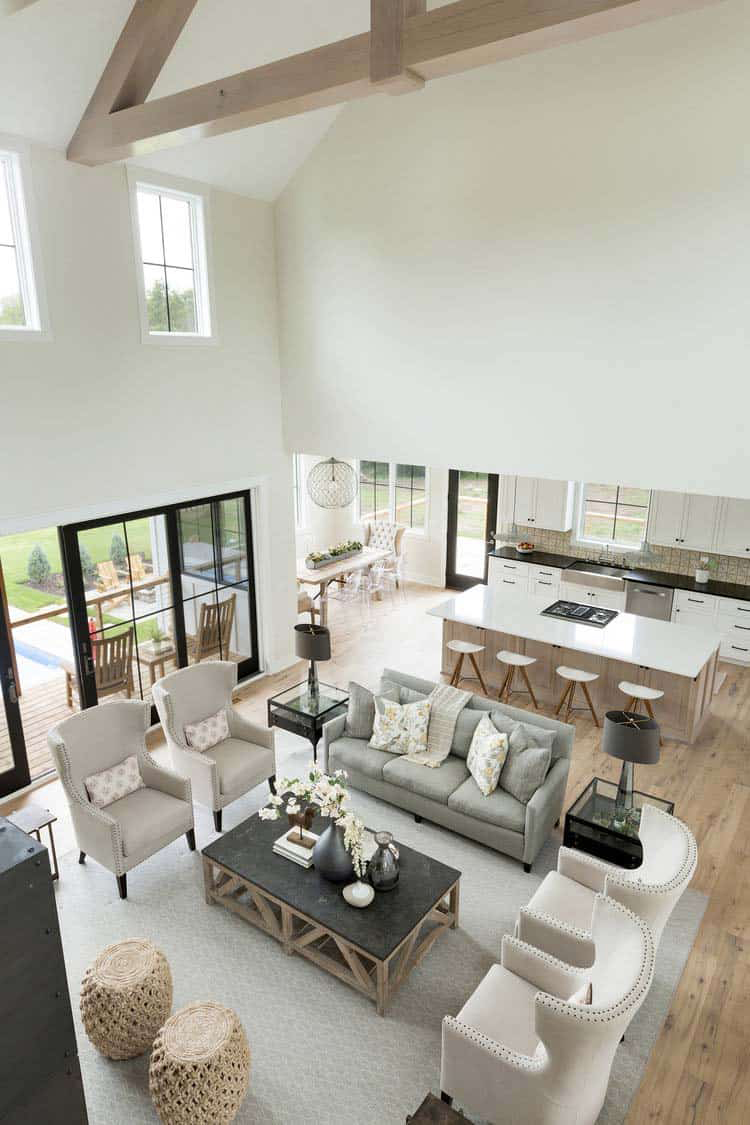 Huge scale living room with very tall ceilings.